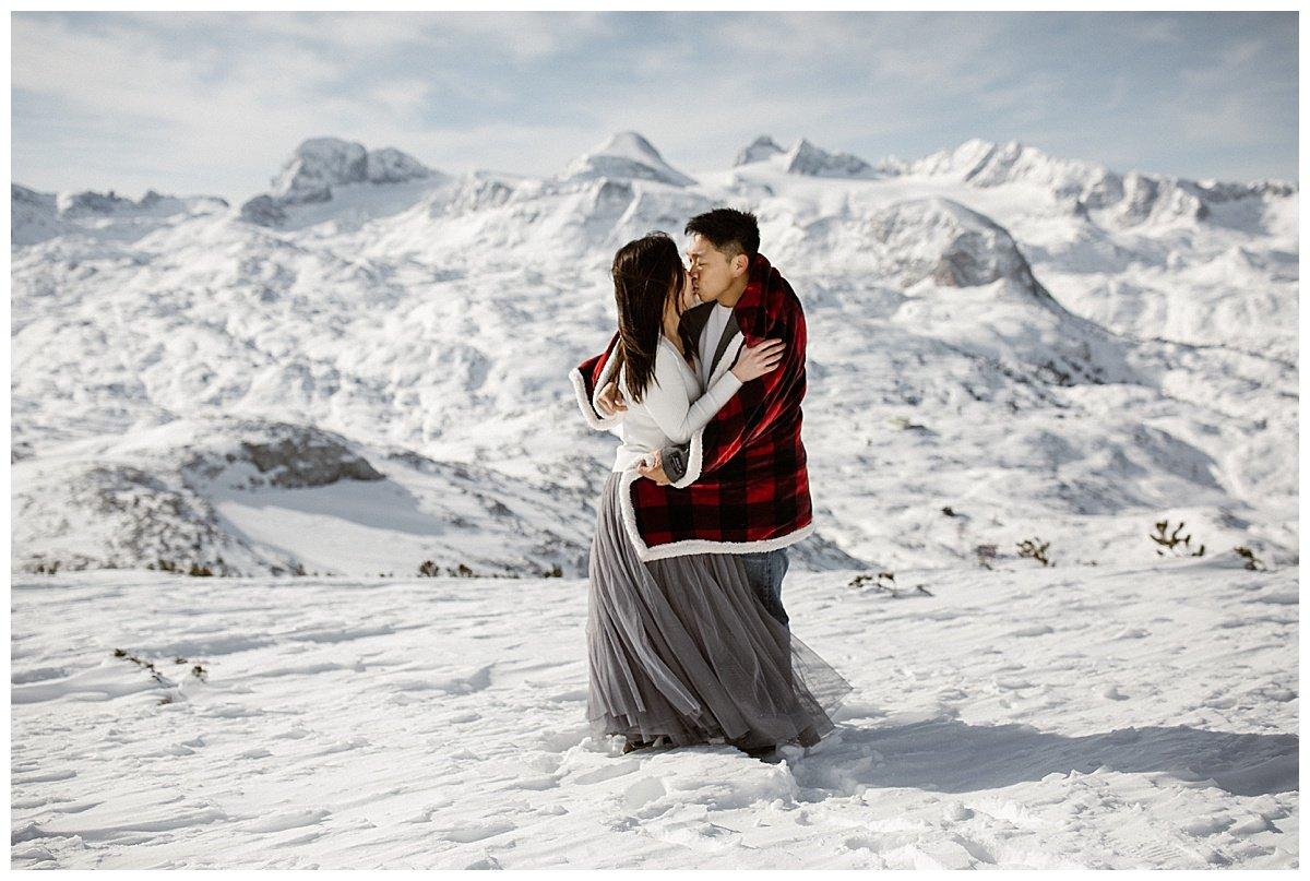 Winter engagement photos in Hallstatt